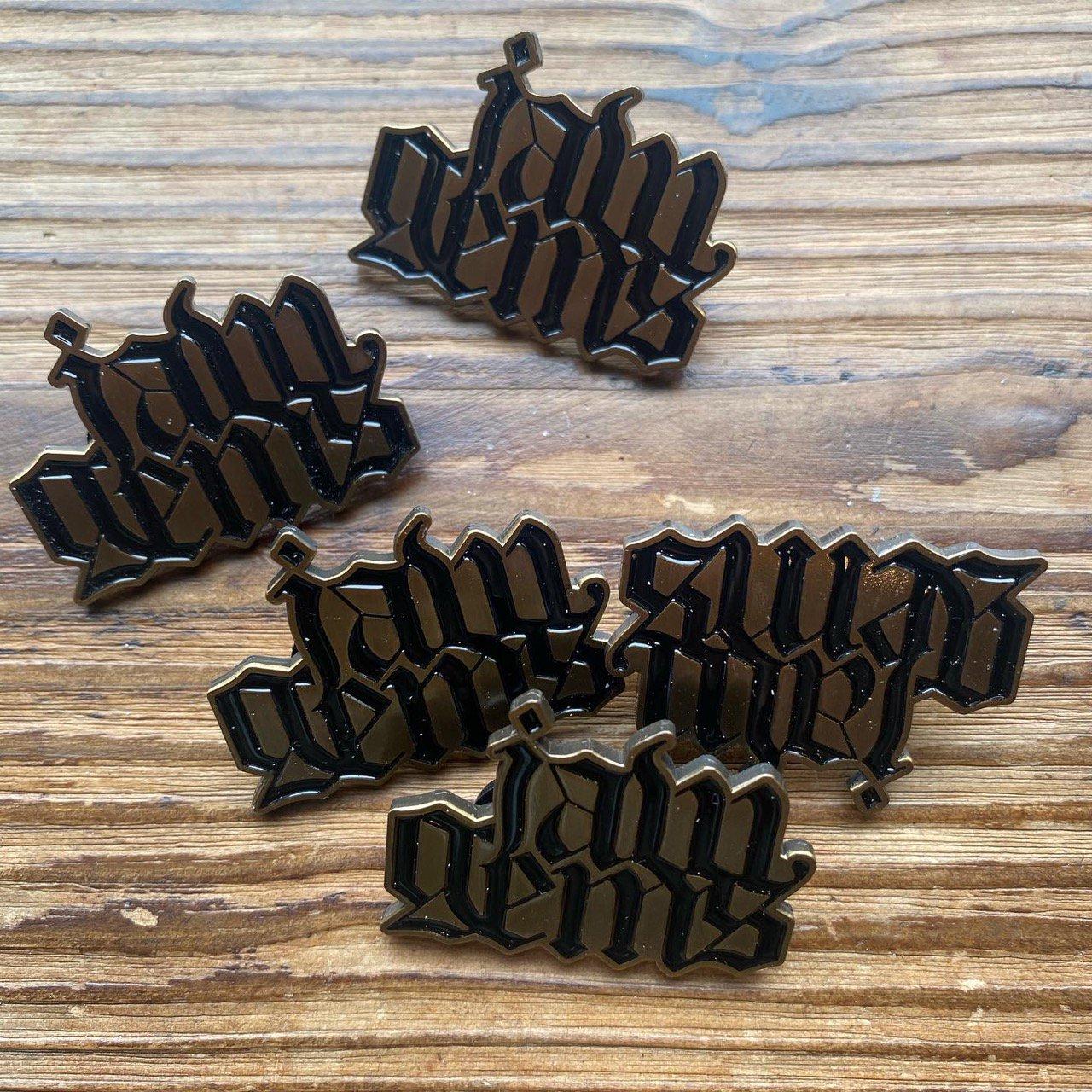 Jaw Gems Pin Badge -new-