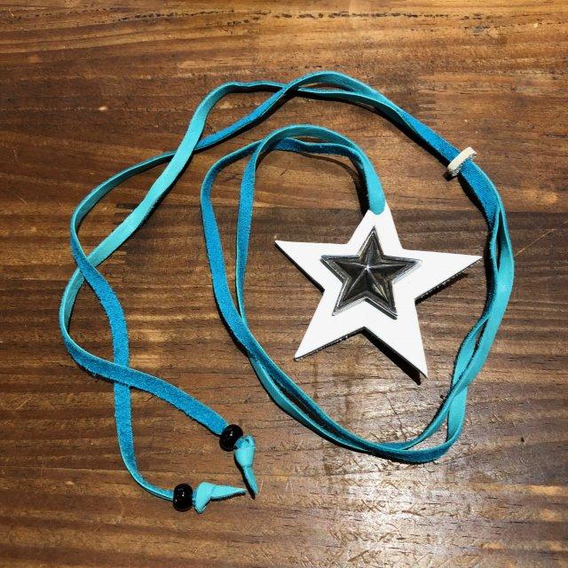 レザーペンダント【STAR】ホワイト × ターコイズコード × ブラックビーズ