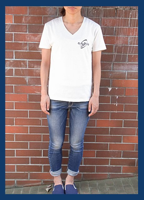 <img class='new_mark_img1' src='https://img.shop-pro.jp/img/new/icons47.gif' style='border:none;display:inline;margin:0px;padding:0px;width:auto;' />Leaving Pieces. VNECK TEE / ICE WHITE(Ladies Only Color)
