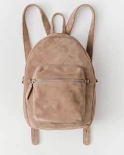 <img class='new_mark_img1' src='https://img.shop-pro.jp/img/new/icons20.gif' style='border:none;display:inline;margin:0px;padding:0px;width:auto;' />LEATHER BACKPACK ベージュ(スエード)(SS17)