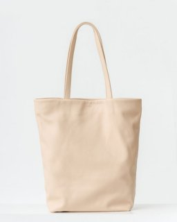 <img class='new_mark_img1' src='https://img.shop-pro.jp/img/new/icons20.gif' style='border:none;display:inline;margin:0px;padding:0px;width:auto;' />LEATHER TOTE  ナチュラル(SS18)
