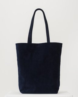 <img class='new_mark_img1' src='https://img.shop-pro.jp/img/new/icons20.gif' style='border:none;display:inline;margin:0px;padding:0px;width:auto;' />LEATHER TOTE  ネイビー(スエード)(FW18)