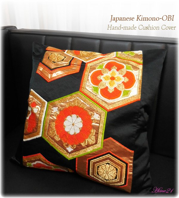 帯から作ったクッションカバー(45×45cm用) (黒に金糸*亀甲花模様) 絹・シルク cov-026
