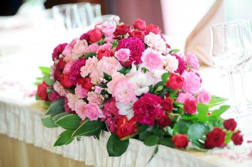 ウェディング メインテーブル装花 ピンク基調